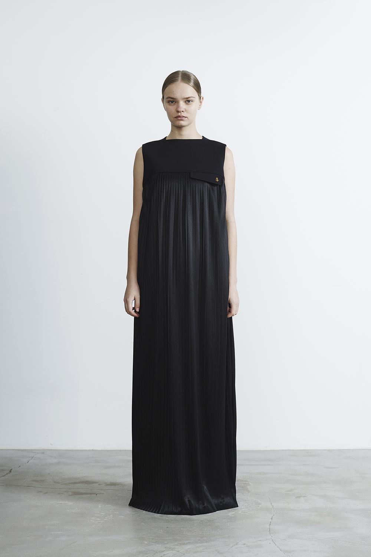 R2017 LONG PLEATED DRESS (BLACK)